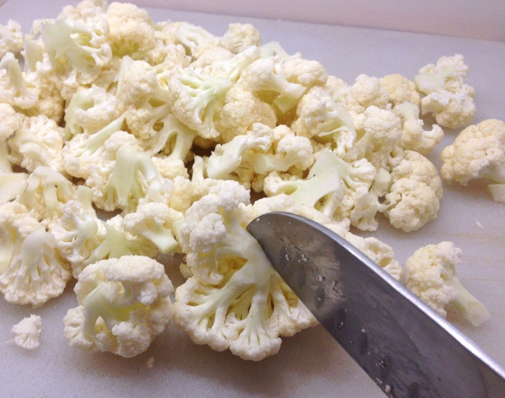 A picture showing how to chop  cauliflower for guinea pigs
